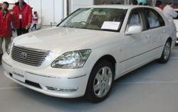 250px-2003_Lexus_LS430_01.jpg